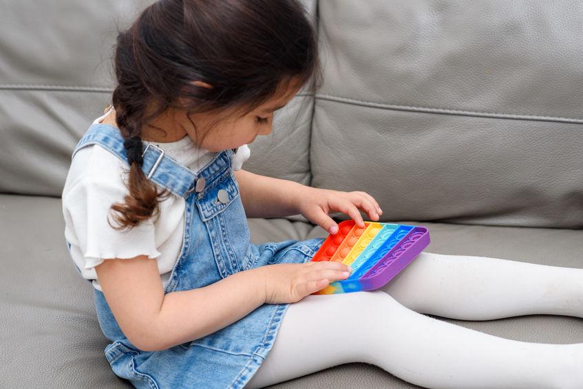Friemel speelgoed voor prikkelgevoelige kinderen met ADHD of een vorm van autisme; Fidget toys en pop it